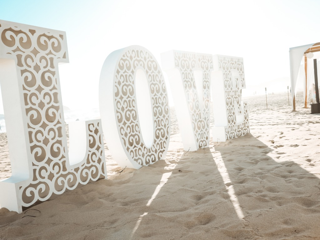 Love is in the air... and in the ocean on your weddig at Tesoro Ixtapa