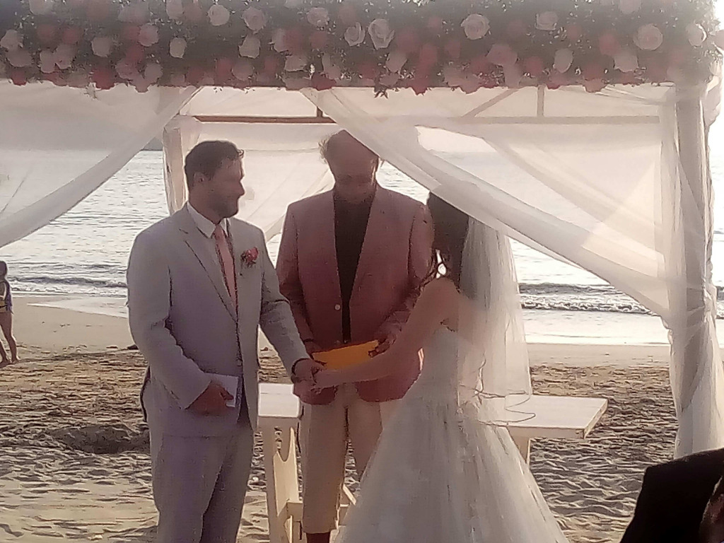 boda civil en la playa del hotel Catalina