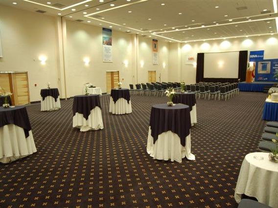GAMMA cuenta con 3 salones para sesionar, que al unirse se convierten en el Gran Salón Zihuatl.
